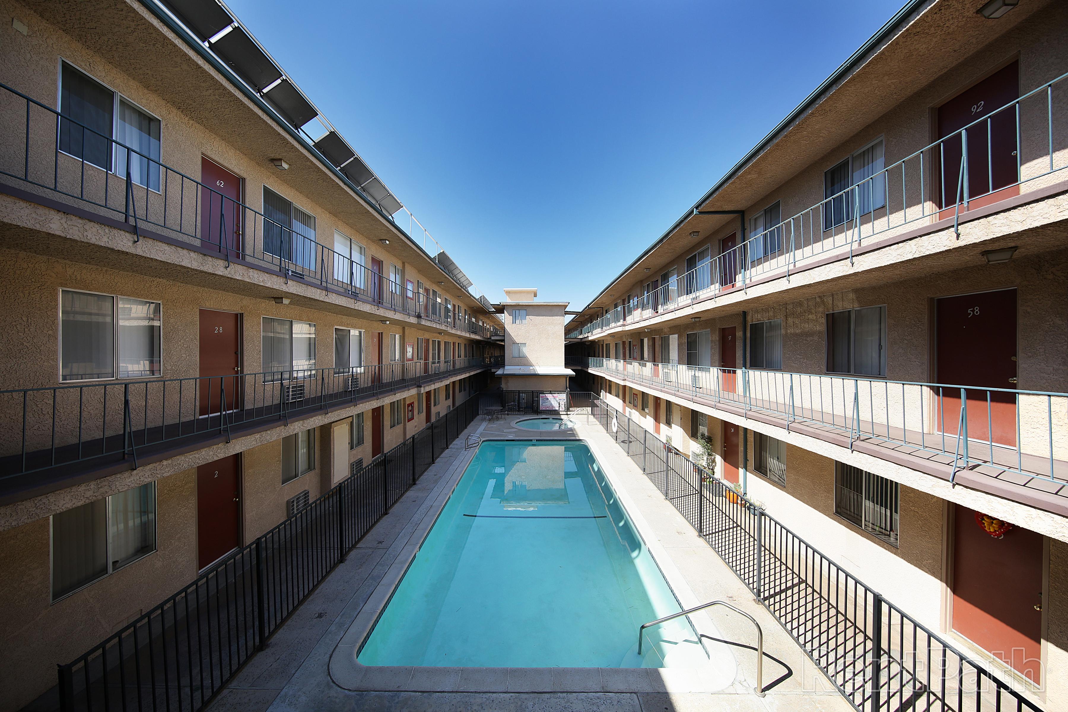 Villa Sorrento Apartments Image #2