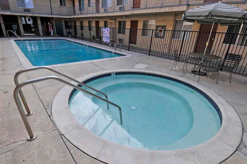 Villa Sorrento Apartments Image #1